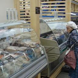 Торговля рыбопродукцией на «Рыбной неделе» в Санкт-Петербурге
