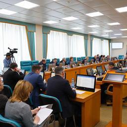 Депутаты Сахалинской областной думы единогласно поддержали обращение в защиту базовых принципов закона о рыболовстве. Фото с сайта областного парламента