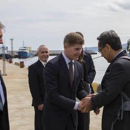 Губернатор Олег КОЖЕМЯКО встречает гостей. Фото пресс-службы правительства Сахалинской области
