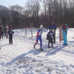 Финиширует чемпионка соревнований Наталья СЕМЕНОВА (ПБТФ)