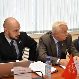 Депутаты Мурманской областной думы Максим БЕЛОВ и Валерий ПАНТЕЛЕЕВ. Фото пресс-службы регионального парламента