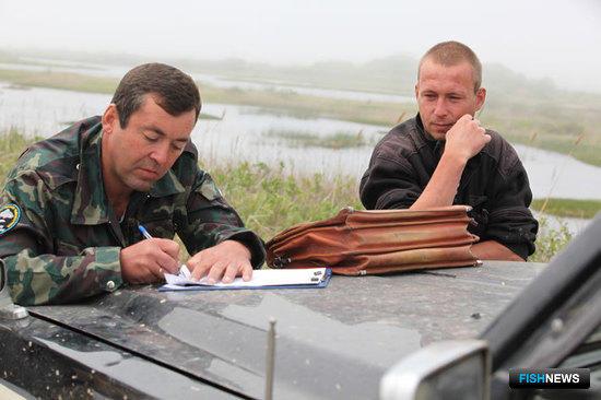 Владимир ОРЕШКИН заполняет протокол о нарушении