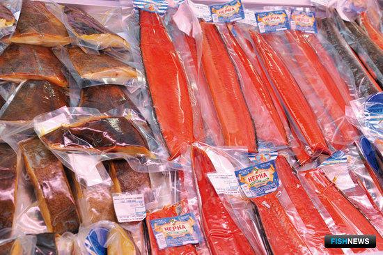 На все упаковки с рыбой и морепродуктами наклеены этикетки с адресом производителя