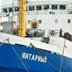 Судно-рекордсмен по выловам пелагических пород в составе карельского рыбопромыслового флота – траулер «Янтарный» типа «Моонзунд». На его рубке нанесен двухметровый герб Республики Карелия