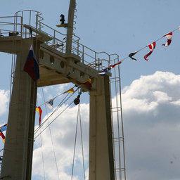 Поднятие государственного флага Российской Федерации. Фото пресс-службы ЧСЗ