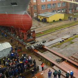 На заводе «Янтарь» в Калининграде в ноябре спустили на воду рыбопромысловое судно, построенное для камчатского Колхоза имени Ленина. Фото пресс-службы правительства Камчатки