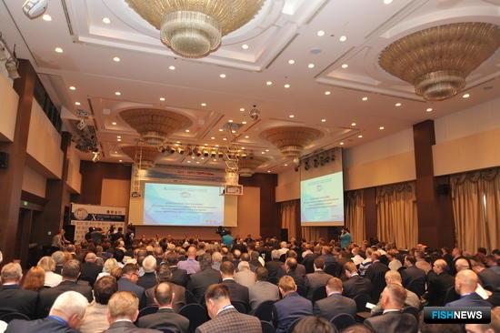Пленарное заседание X Международного конгресса рыбаков во Владивостоке в августе 2015 г.