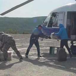 Содержимое схрона в Ольском районе. Скриншот оперативного видео УМВД России по Магаданской области