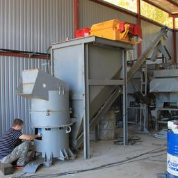 На территории будущего завода в селе Новотроицкое достраивается отдельный цех по переработке отходов с производством кормовой рыбной муки и жира