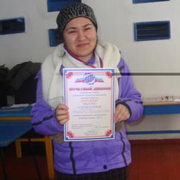 Первый раз на лыжах: Мафтуна ЖУРОЕВА (ДМУ) награждена медалью «За волю к победе»