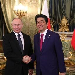 Премьер-министр Японии Синдзо АБЭ и президент России Владимир ПУТИН провели переговоры в Москве. Фото пресс-службы главы российского государства