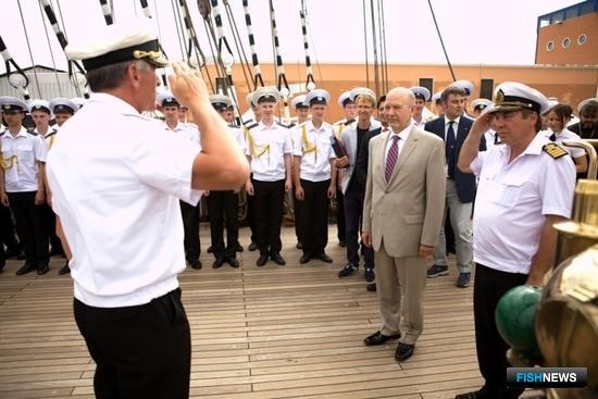 Прибытие на борт Александра Горбаня, постоянного представителя Российской Федерации при ФАО. Фото Александра Кучерука.