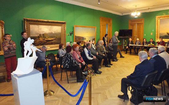 Макет памятника китобою презентовали во Владивостоке