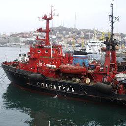 Спасатель в порту Владивостока