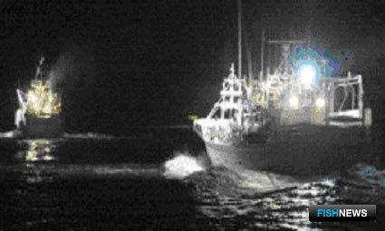Малотоннажные суда дрифтерного промысла лососей направляются в район промысла из порта Хабомаи, гор. Нэмуро (Фото – Сасахара С.)