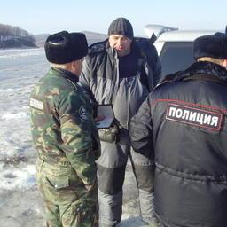 В рейдах рыбоохрану часто сопровождает полиция. Фото из личного архива Виктора Казимирова