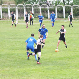 На футбольном поле сошлись команды «Примрыбснаба» и Ливадийского ремонтно-судостроительного завода