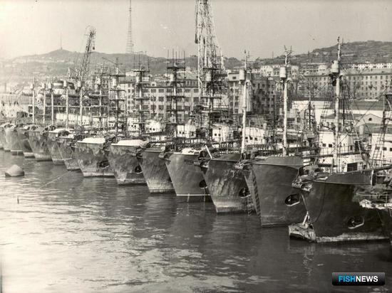 Китобойцы у причала во Владивостоке. Фото из личного архива Виктора Щербатюка