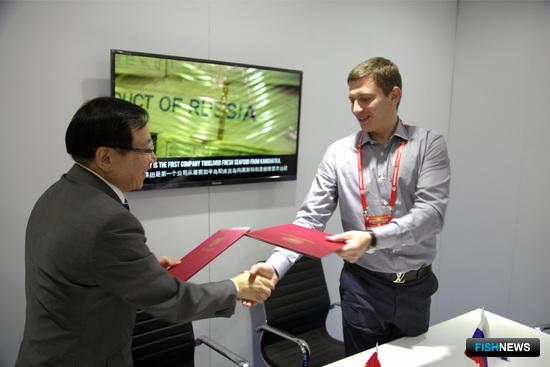 На отечественном стенде состоялось официальное подписание меморандума о намерениях между ООО «Антей» и Dah Chong Hong Limited