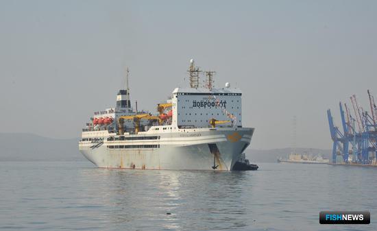 Плавбаза «Всеволод Сибирцев» возвратилась во Владивосток из первого рейса