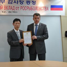 Президент компании Korea Trading & Industries СО Иль Те и начальник ВМРК Евгений ДУБОВИК
