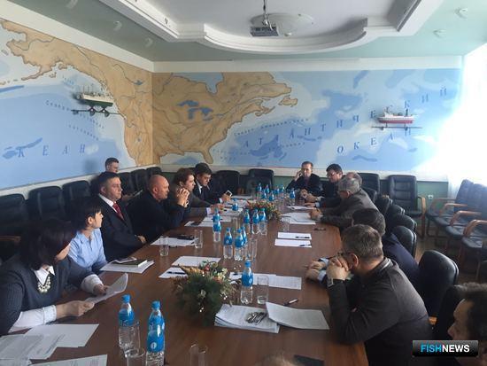 В ТИНРО-Центре прошло совместное заседание трех общественных экспертных советов Приморского края - по рыбному хозяйству, водным биоресурсам и аквакультуре; по транспортной политике; по развитию предпринимательства