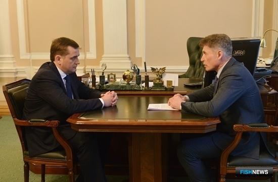 Руководитель Росрыболовства Илья ШЕСТАКОВ и глава Сахалинской области Олег КОЖЕМЯКО обсудили полномочия регионов по регулированию рыболовства