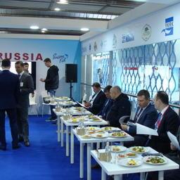 Одним из центральных мероприятий программы российского стенда стал деловой завтрак с участием рыбопромышленников и руководства Росрыболовства