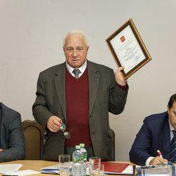 Василий ГЛУЩЕНКО вручил дипломы и награды присутствовавшим на заседании представителям хозяйств из Ставропольского края, Тамбовской, Смоленской и Белгородской областей