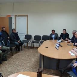 Заместитель председателя правительства Сахалинской области Игорь БЫСТРОВ провел в Корсакове встречу с рыбаками. Фото пресс-службы правительства региона