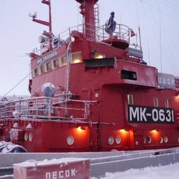 Торжественное вручение наград состоялось на борту СМБ «Мурманрыба». Фото пресс-службы правительства региона