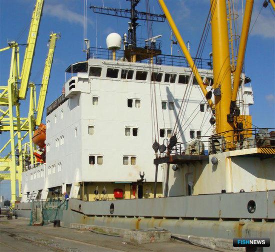 «Коммунары Николаева» в порту Санкт-Петербурга