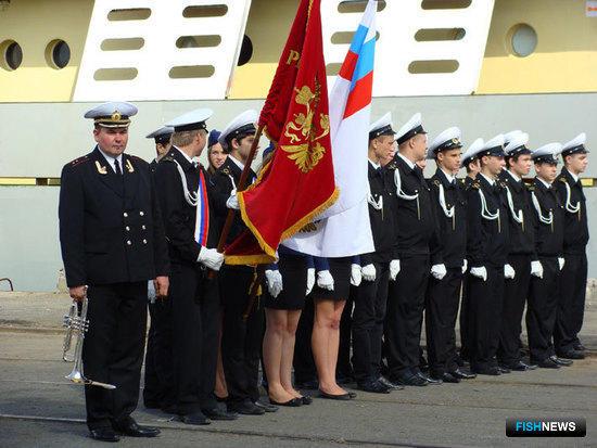 Торжественная встреча ТР «Коммунары Николаева» в Морском рыбном порту Санкт-Петербурга