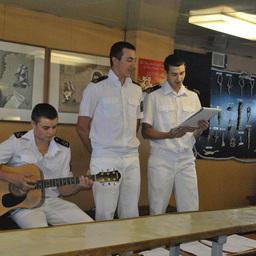 Во время переходов между занятиями и подготовкой к зачетам курсанты проводили концерты. Фото информационно-аналитического отдела Дальрыбвтуза