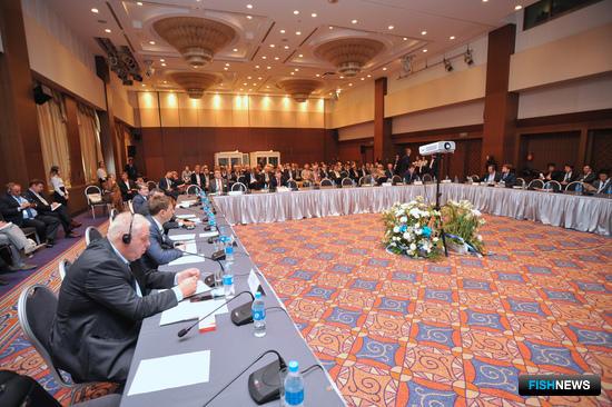 Представители финансового сектора приветствуют введение инвестиционных квот: тематический круглый стол на XII Международном конгрессе рыбаков