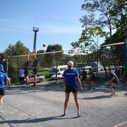 Волейболисты Дальрыбы и Дальневосточного мореходного училища в напряженной борьбе