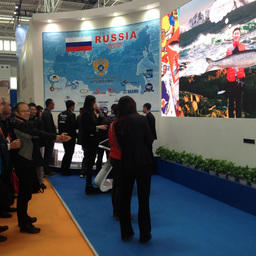 Поймать российского лосося на стенде РФ в Циндао может любой желающий