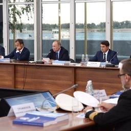 Заседание президиума Госсовета по вопросу развития внутренних водных путей провел в Волгограде глава государства Владимир ПУТИН. Фото пресс-службы президента
