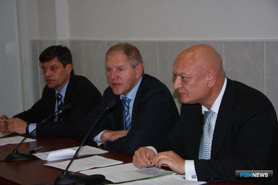 Виктор РИСОВАНЫЙ, Андрей КРАЙНИЙ и Александр САВЕЛЬЕВ на заседании Общественного совета при Росрыболоовстве