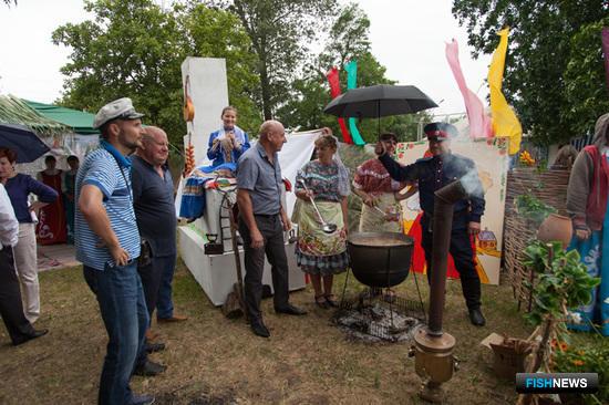 На конкурсе «Донская уха» казачьи станицы готовили знаменитое рыбацкое блюдо
