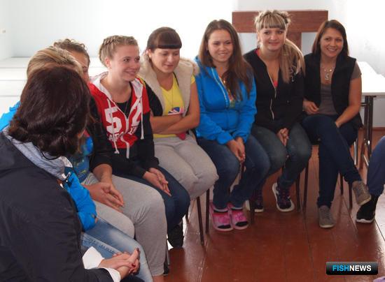 Студенты рассказали гостям из Росрыболовства и СМИ о своей работе на заводе