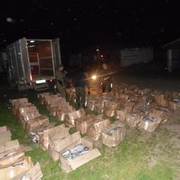 В Приморском крае из незаконного оборота изъяли около 2 тонн лососей и 136 кг мяса краба. Фото пресс-группы регионального погрануправления