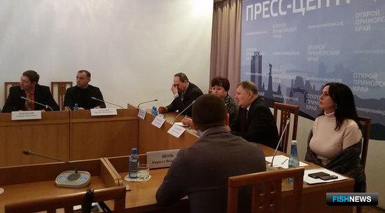 Совещание с руководителями розничных торговых сетей по вопросу аукционной и биржевой торговли рыбными товарами в администрации Приморского края
