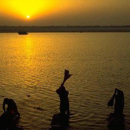 Священная река Ганг - в смертельной опасности