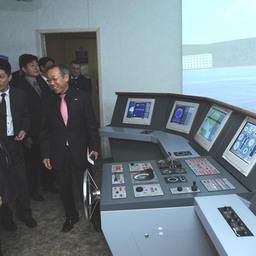 Гости из южнокорейского города Донхэ испробовали Навигационно-промысловый тренажер