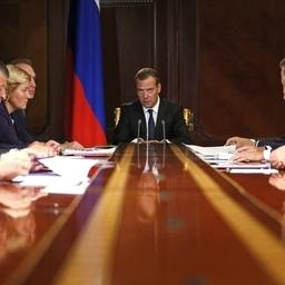 Совещание председателя правительства Дмитрия МЕДВЕДЕВА с вице-премьерами. Фото пресс-службы Правительства РФ