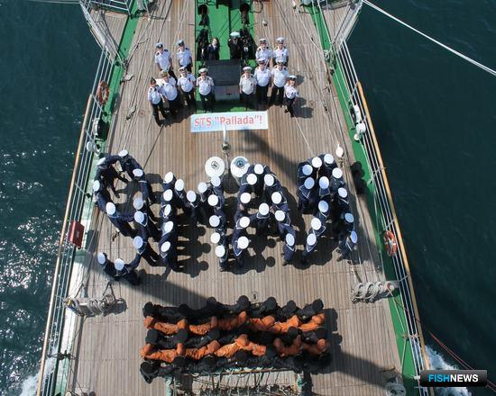 Учебный парусник «Паллада» встретил 9 Мая в Восточно-Китайском море. Фото пресс-службы Дальрыбвтуза