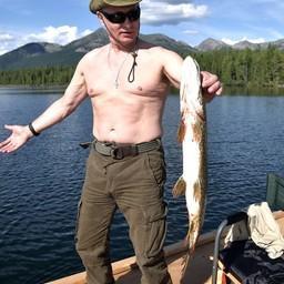 На отдыхе в Республике Тыва глава государства Владимир ПУТИН занялся подводной охотой и рыбалкой на каскаде горных озер. Фото пресс-службы президента