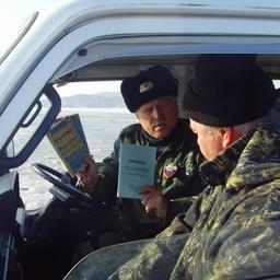 Правила легальной рыбалки разъясняют на месте. Фото из личного архива Виктора Казимирова