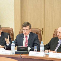 Президент Ассоциации добытчиков минтая Герман ЗВЕРЕВ (в центре)